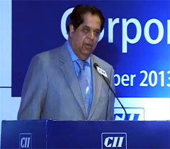 Mr K V Kamath, Past President & Chairman, Council on Corporate Governance & Regulatory Affairs, CII at the inaugural session of the 9th International Corporate Governance Summit 2013